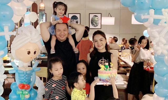 Quang Huy và Quỳnh Anh bên nhau mừng sinh nhật con gái tròn 2 tuổi.
