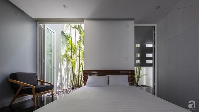Với tổng diện tích mặt sàn là 210m2, các thành viên trong gia đình có thể sống thoải mái trong ngôi nhà đủ đầy và hiện đại nhưng chỉ phải chi trả mỗi tháng hơn 200 nghìn tiền điện.