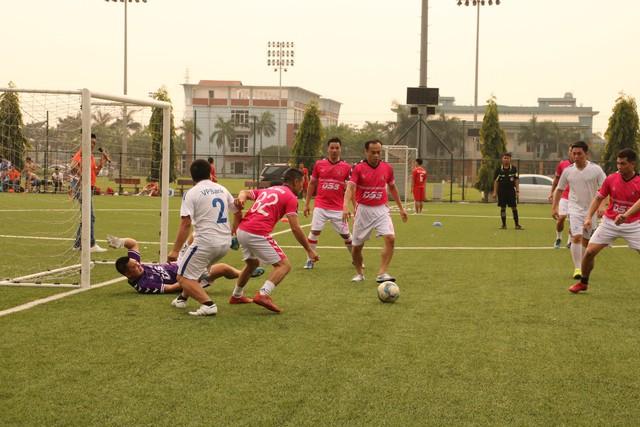 Giải bóng đá từ thiện đã quyên góp được 197.620.000 đồng và 600 USD.
