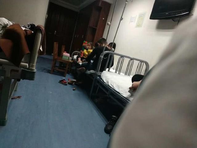Các cháu bé được điều trị trong bệnh viện