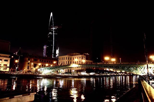 Góc nhìn của tòa nhà khi về đêm.
