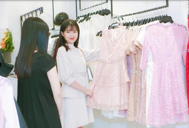 Bạn có bao giờ thắc mắc tại sao Kiều Trinh luôn mặc đẹp đến thế? – Một phần chính là do cô ấy đã lựa chọn trang phục từ JM đó