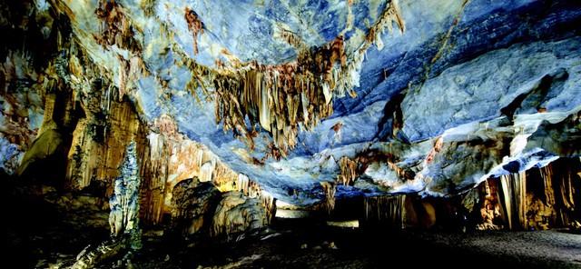 Động Thiên Đường tại Quảng Bình là hệ thống hang động lớn và đẹp nổi tiếng trên thế giới
