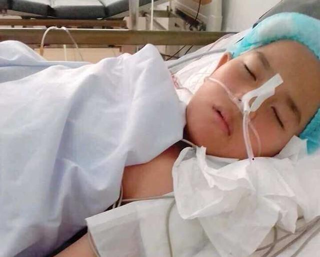 Em S. đang được điều trị tại Bệnh viện Việt Đức Hà Nội. Ảnh: TL