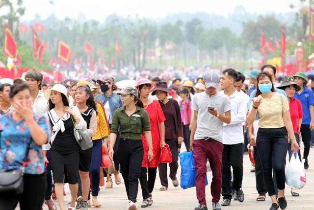 Tại khuôn khổ Lễ hội, có nhiều hoạt động văn hóa, văn nghệ... được tổ chức.