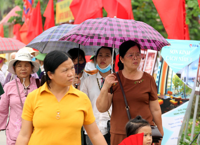 Những hoạt động bên lề Lễ hội nhận được sự quan tâm của đông đảo người dân.