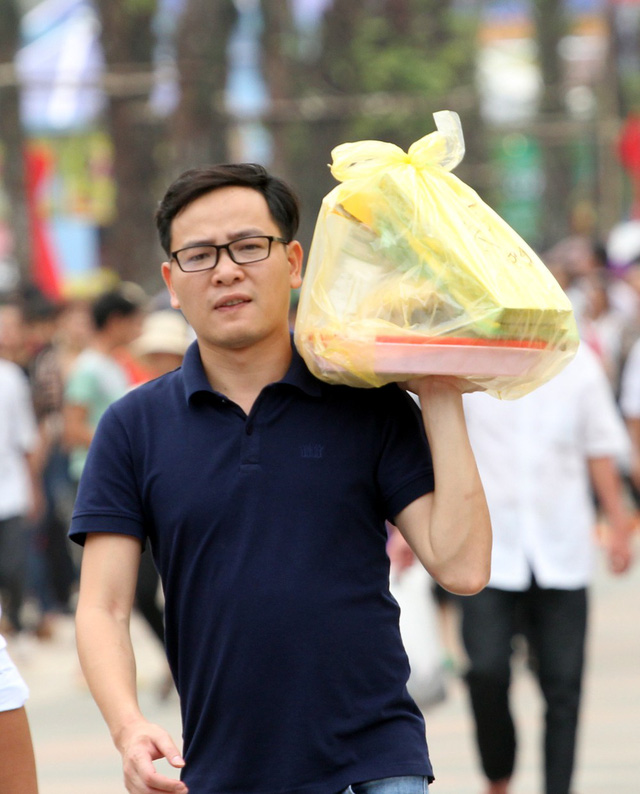 Không gian phần Hội được trải rộng từ Khu Di tích lịch sử Đền Hùng đến thành phố Việt Trì, trong đó nổi bật là chương trình khai hội Đền Hùng bắt đầu từ 19h45 ngày 08/3 năm Kỷ Hợi (tức ngày 12/04/2019) với các hoạt động: Trình diễn diễn xướng dân gian, chương trình nghệ thuật chào mừng với sự tham gia của các đoàn nghệ thuật 04 tỉnh và các ca sỹ nổi tiếng. Kết thúc chương trình là màn bắn pháo hoa tầm thấp tại Quảng trường Hùng Vương, thành phố Việt Trì.