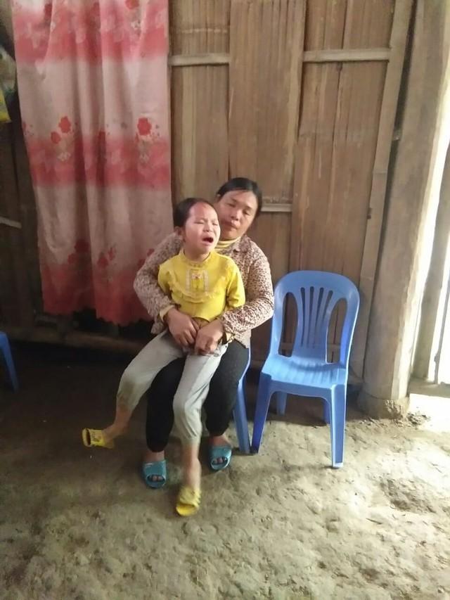 Hai mẹ con chị trong căn nhà tuyền toàng