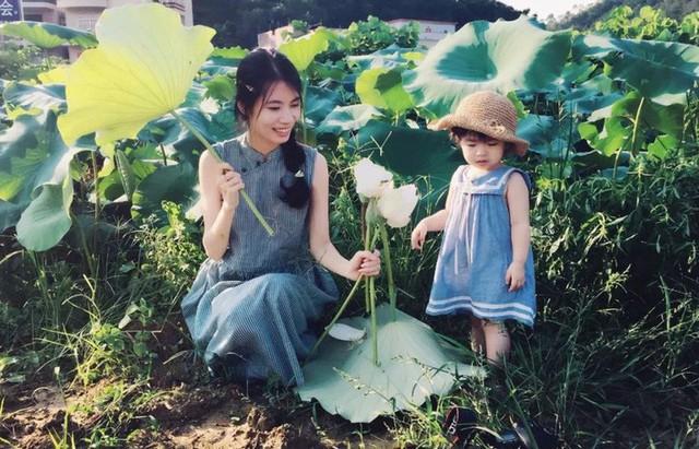 Xiao Mi bên cạnh con gái.