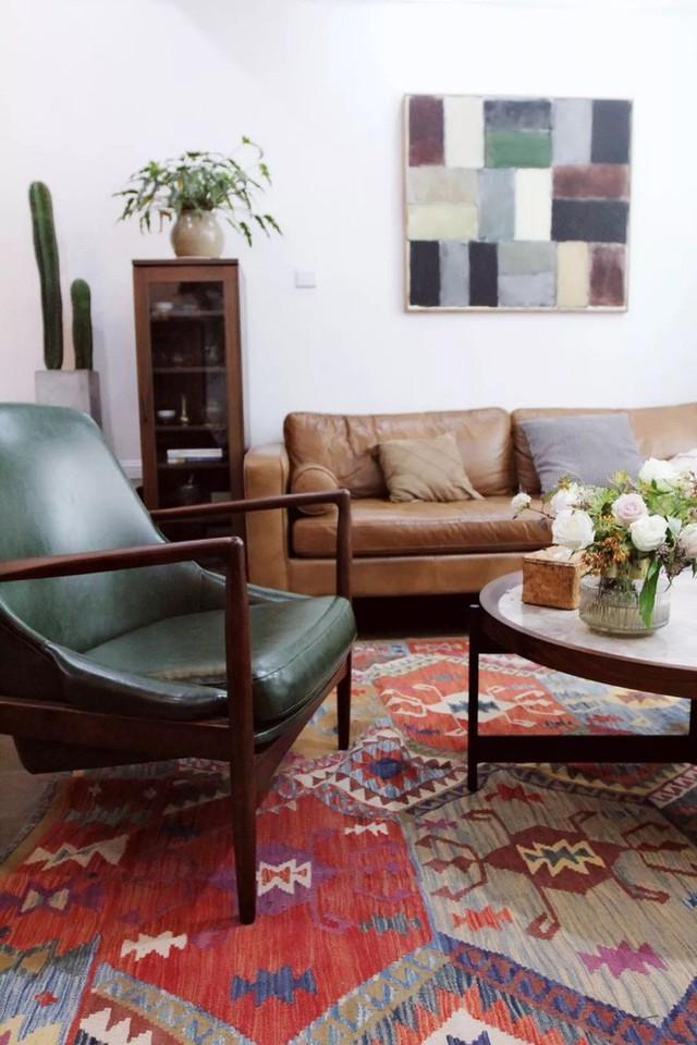 Những gam màu dường như rất cũ được kết nối duyên dáng và ăn ý tạo nên vẻ đẹp riêng đầy quyến rũ cho phòng khách.