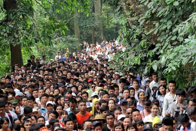 Có nhiều thời điểm do lượng người quá đông nên du khách phải dậm chân tại chỗ.
