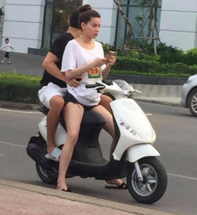 Bức ảnh Hồ Ngọc Hà chở Kim Lý trên xe máy đang được chia sẻ trên mạng xã hội
