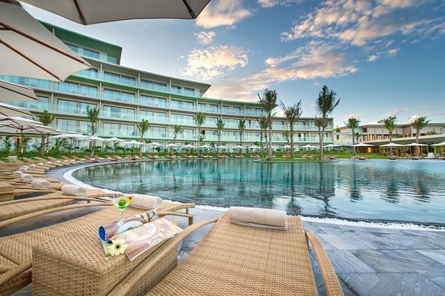 Với FLC Holiday, khách hàng được tự do khám phá những điểm nghỉ dưỡng cao cấp nhất trong và ngoài nước