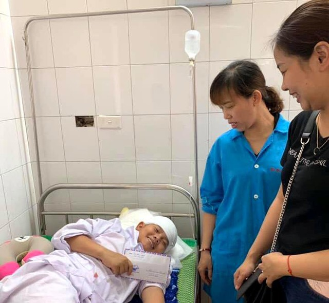 Hiện tại, sức khỏe em Sơn tiến triển tốt và đang được điều trị tại Bệnh viện Đa khoa tỉnh Hải Dương