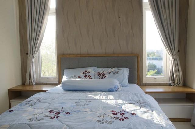 Các phòng ngủ đều có cửa sổ nhìn ra bên ngoài.