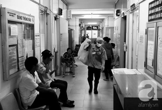 Mỗi tuần gần đây, khoa Ngoại 1, BV Ung Bướu TP.HCM tiếp nhận khoảng 60 trường hợp bệnh nhân ung thư phụ khoa.