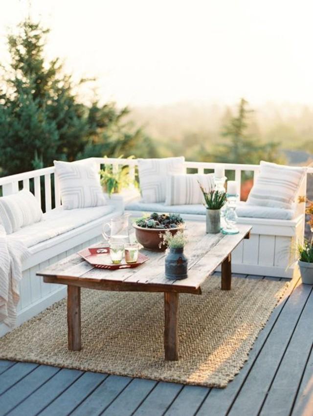 Băng ghế gỗ với khu lưu trữ sẽ tiết kiệm một số không gian đáng kể.