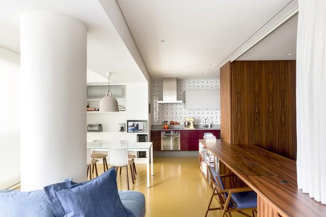Kiểu bài trí này mang lại cho căn hộ một cái nhìn năng động cùng một sự rung cảm giản dị và hiện đại.