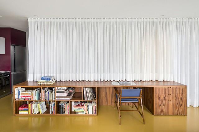 Bức tường rèm mang lại sự riêng tư mà không có sự cứng nhắc của bức tường thông thường.