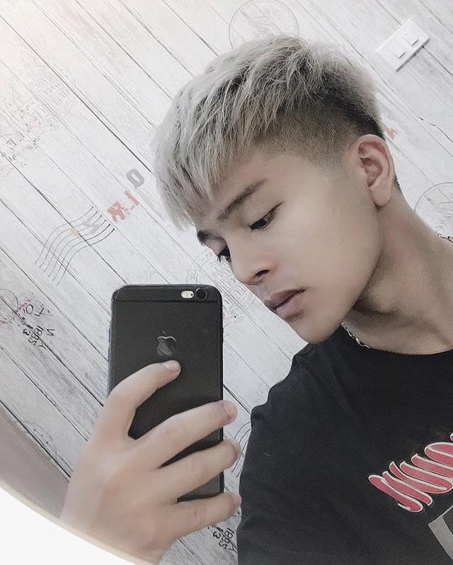 Quang Anh rất chăm chỉ thay đổi kiểu tóc.