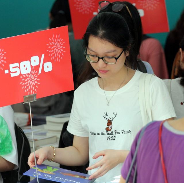 Đối với các loại sách phục vụ học tập, nghiên cứu hoặc văn học... được giảm giá lên đến 50%.