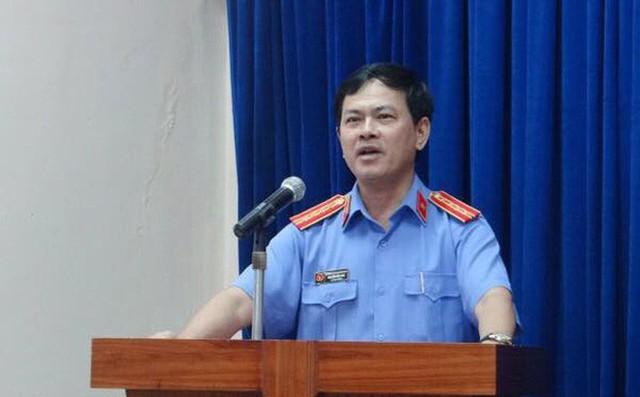 Ông Nguyễn Hữu Linh đi đường hầm đến phiên xử phúc thẩm dâm ô bé gái trong thang máy - Ảnh 5.