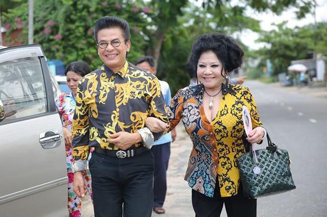 Trước khi kết hôn với bà Thúy Nga, MC Thanh Bạch từng kết hôn với nghệ sĩ Xuân Hương, người học chung với anh tại trường Đại học Sân khấu Lunatsaxki, Nga. Vào năm 2006, Thanh Bạch và Xuân Hương đã ly dị.