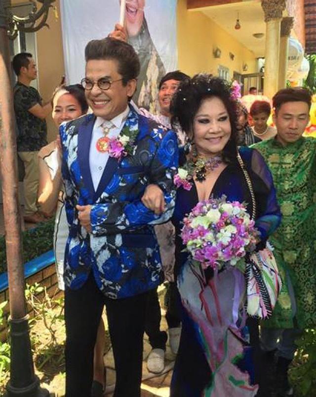 Được biết, chồng cũ của bà Thúy Nga là ông Tô Văn Lai. Năm 1963, cả hai đã thành lập cửa hiệu sản xuất băng nhạc, băng cải lương… là tiền thân của trung tâm Thúy Nga hiện tại, rất nổi tiếng ở Sài thành lúc bấy giờ. Những ca sĩ gắn bó với cửa hiệu của bà thời gian này là Khánh Ly, Thái Thanh, Thanh Tuyền…