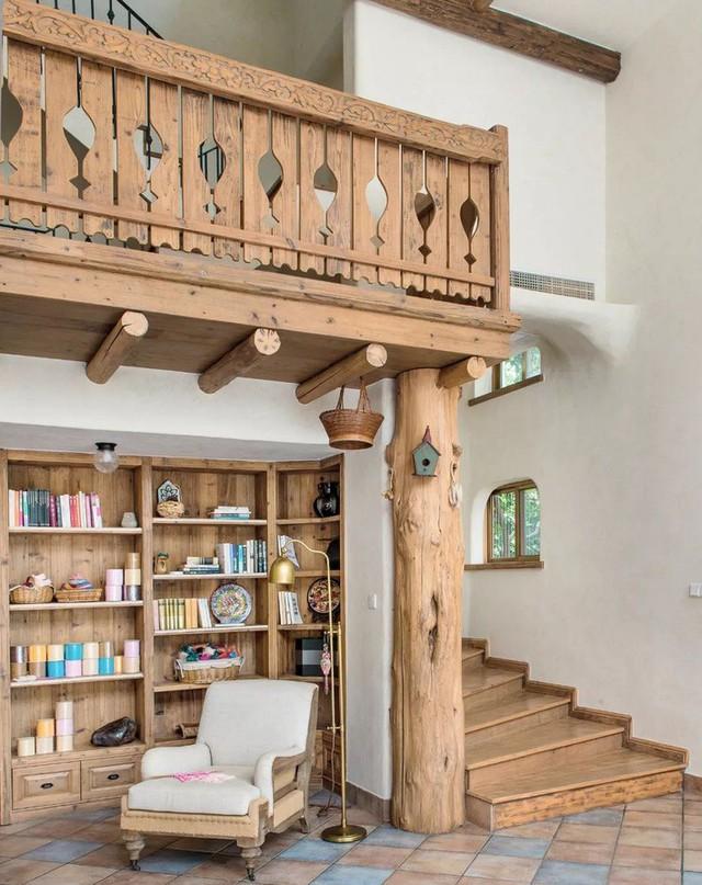 Không gian trang trí hoàn toàn bằng gỗ cũ.