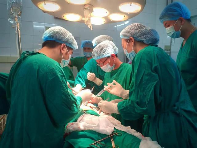 Trong mổ bệnh nhân đã được truyền 3 đơn vị máu