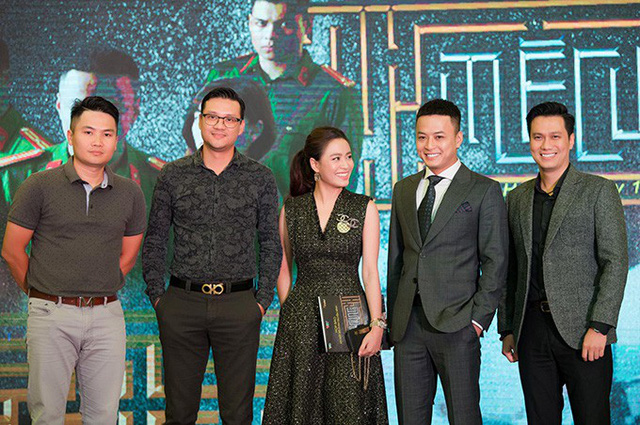 Cặp đạo diễn Trọng Khôi - Khải Anh, diễn viên Hoàng Thuỳ Linh, Hồng Đăng, Việt Anh tại buổi họp báo ra mắt phim.