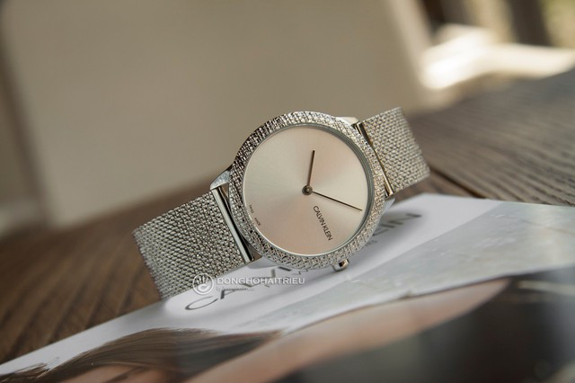Trong khi đó, CK lại là thương hiệu đồng hồ Thụy Sỹ hiếm hoi thuộc phân khúc giá bình dân - Ảnh minh họa: Calvin Klein K3M22T26 (Giá khoảng 6,4 triệu)