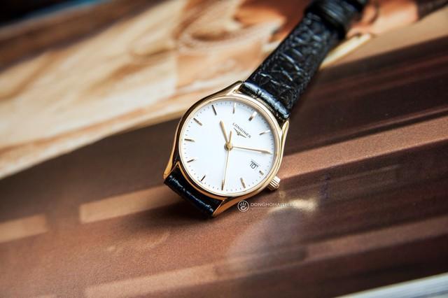 Với thiết kế cực kỳ nhỏ gọn của chiếc đồng hồ Longines L4.259.2.12.2 (giá khoảng 22,5 triệu) đã giúp sếp nữ có thêm sự lựa chọn mới và xứng tầm địa vị của mình
