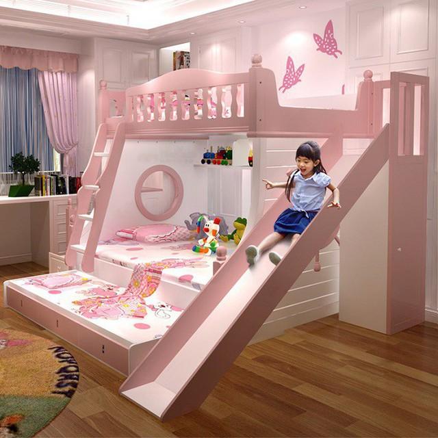 Giống như thiết kế trên, giường ngủ tầng này có màu hồng phấn rất đáng yêu với các họa tiết hoạt hình ngộ nghĩnh.