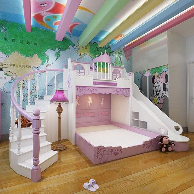 Không gian giường tầng có thể kết hợp với thiết kế trò chơi và cầu thang đi bộ tập thể dục trong nhà cho bé.
