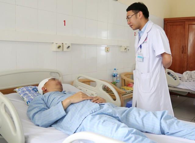 Ca phẫu thuật xuyên đêm của bác sĩ Bệnh viện Đa khoa tỉnh Quảng Ninh đã cứu sống anh B.