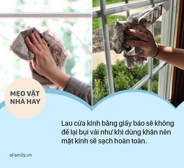 Ít ai biết đến công dụng tuyệt vời của giấy báo cũ trong việc lau dọn nhà cửa - đó là lau chùi cửa kính một cách nhanh chóng.