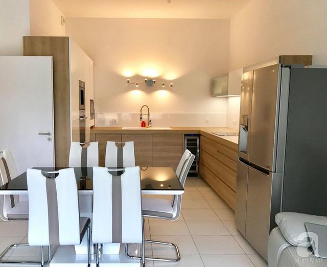 Không gian bếp được bố trí đơn giản, gọn gàng.