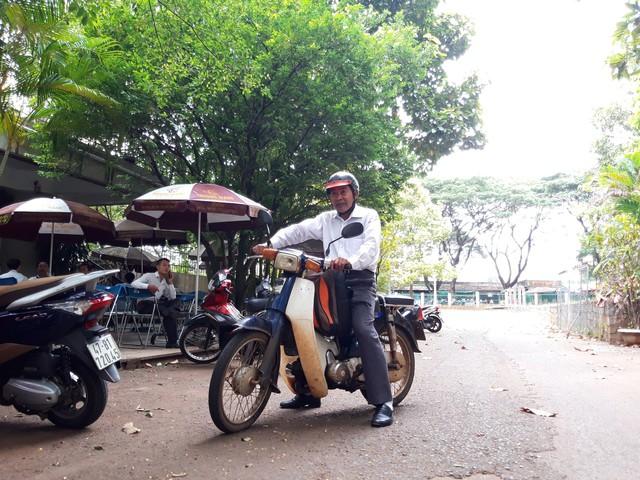 Chiếc xe máy luôn rong ruổi cùng nghệ nhân Võ Văn Hải trên mọi nẻo đường Tổ quốc.
