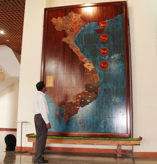 """Tấm bản đồ """"Hồn thiêng đất Việt"""" được lưu giữ tại Bảo tàng tỉnh Đắk Lắk."""