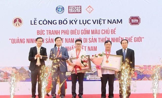 Lễ công bố bức phù điêu gốm màu tại Quảng Ninh đạt kỷ lục Việt Nam. Ảnh: Toàn-Tuân