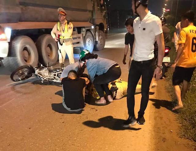 Nam thanh niên không đội mũ bảo hiểm tông trọng thương chiến sĩ cảnh sát giao thông. Ảnh: Nguồn Facebook.