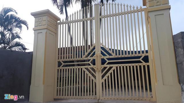 Căn nhà của Phạm Văn Nghị cửa đóng then cài trong ngày 2/4. Ảnh: Nguyễn Dương.