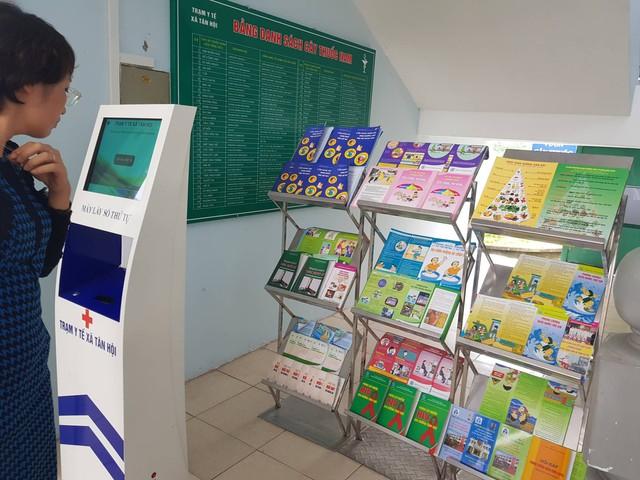Trạm Y tế xã trang bị tủ sách, tờ rơi phục vụ người dân