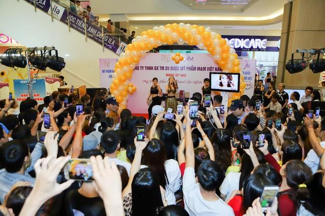 Sự kiện ra mắt sản phẩm trang điểm 5AC tại Trung tâm thương mại AEON MALL Bình Dương