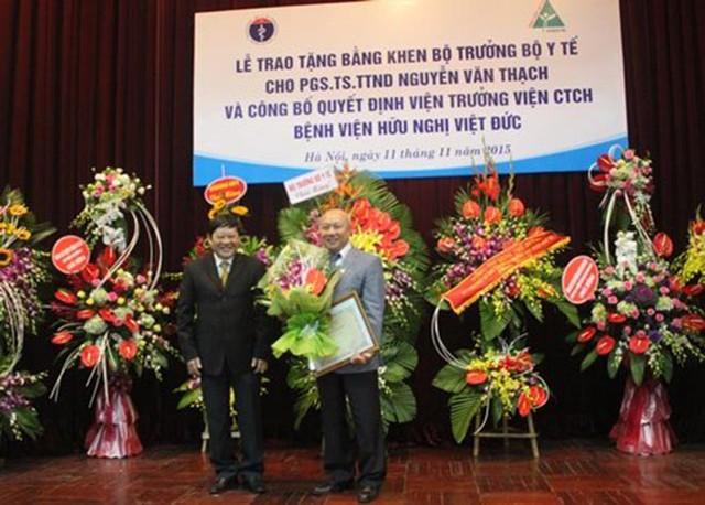 Ông xã Vân Anh từng nhận bằng khen của Bộ trưởng Bộ y tế.
