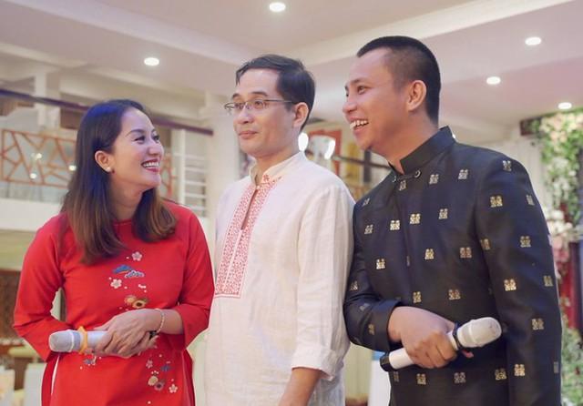 Nghệ sĩ violin Xuân Huy, anh ruột của Khánh Thi, đến chúc mừng em gái và Chí Anh.
