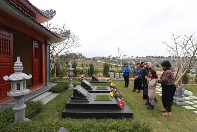 """Cụm từ """"công viên nghĩa trang"""" từ lâu đã không còn xa lạ với nhiều người, bởi nơi đây vừa là nơi đặt mộ phần của người thân trong gia đình, vừa là nơi có thể nghỉ dưỡng mỗi khi có dịp lên thăm mộ phần."""