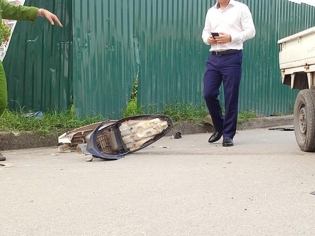 1 trong 3 chiếc xe máy bị vỡ nát sau vụ tai nạn.