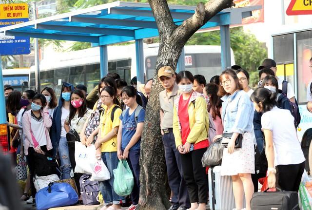 Người dân phải mất từ 15 - 20 phút mới có thể bắt được chuyến xe buýt theo lộ trình của mình.